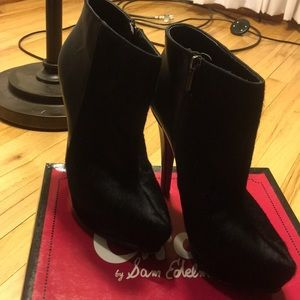 Circus by Sam Edelman ankle boots!